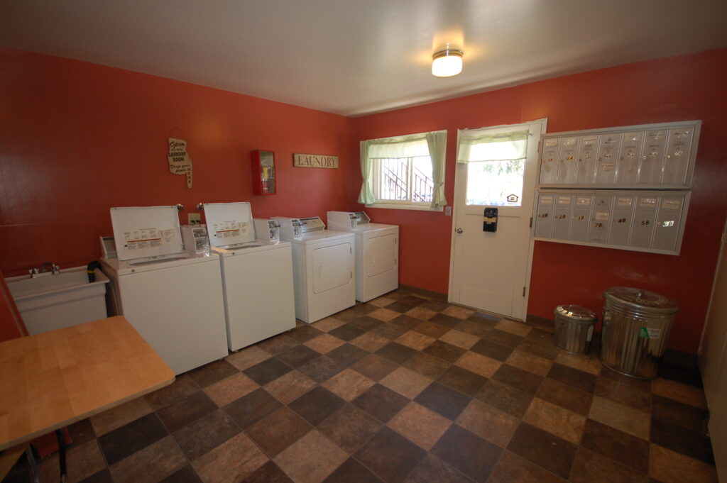 Laundry/Mail/Bike room